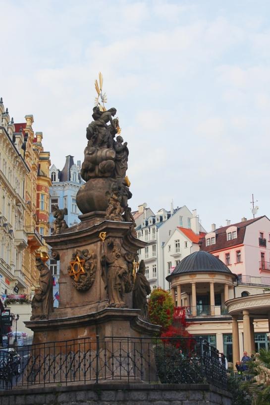 karlovy-vary-statue